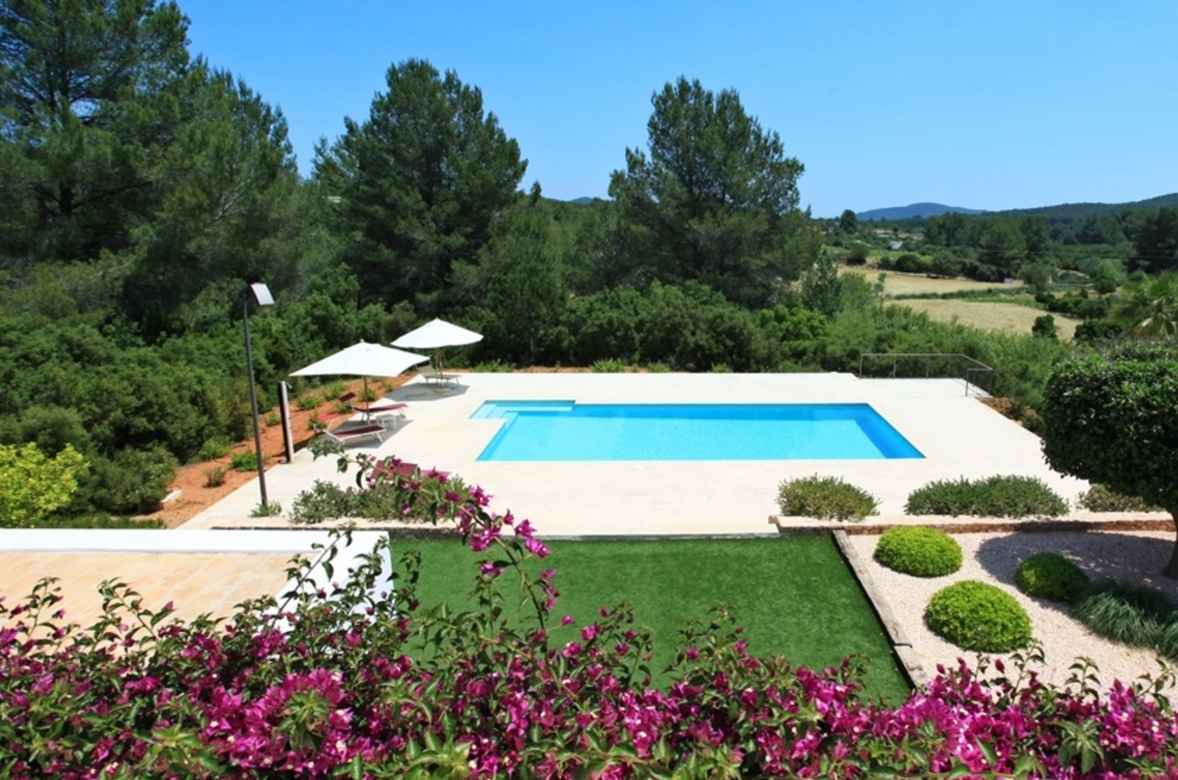 Villa 4 Bedrooms with Pool and WiFi 102965