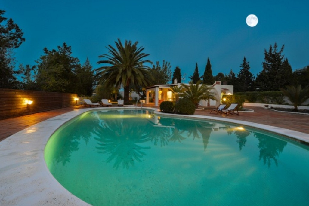 Villa 4 Bedrooms with Pool and WiFi 102986
