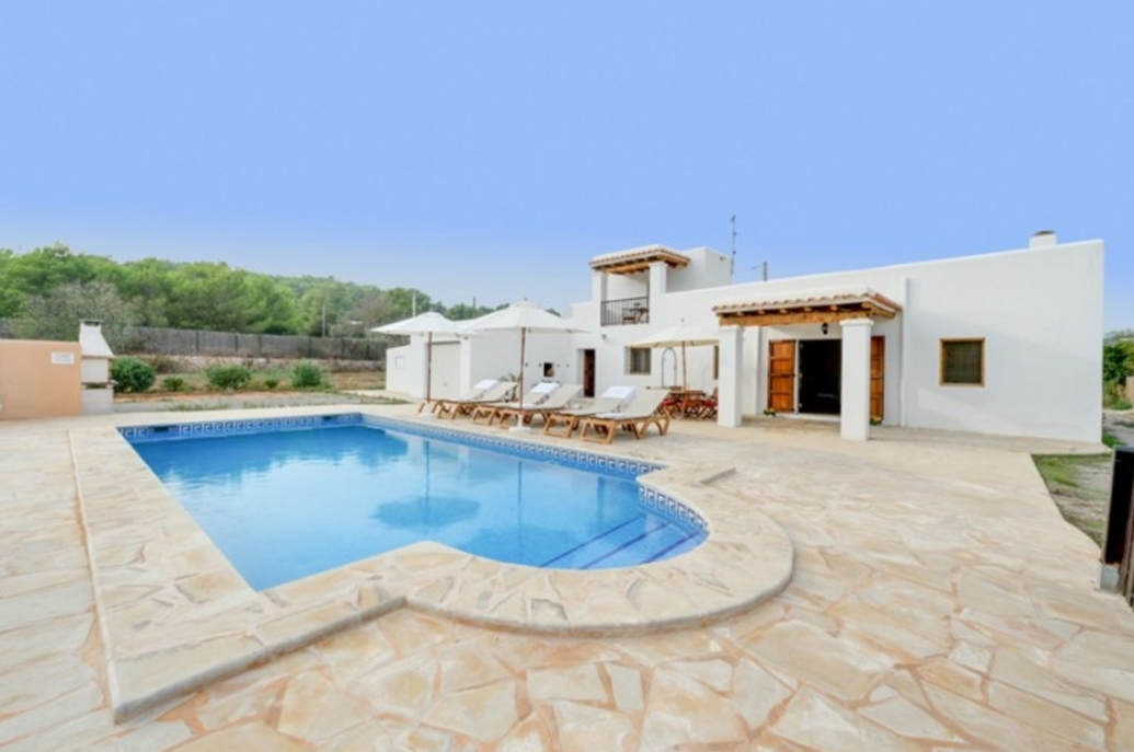 Villa 3 Bedrooms with Pool and WiFi 102989