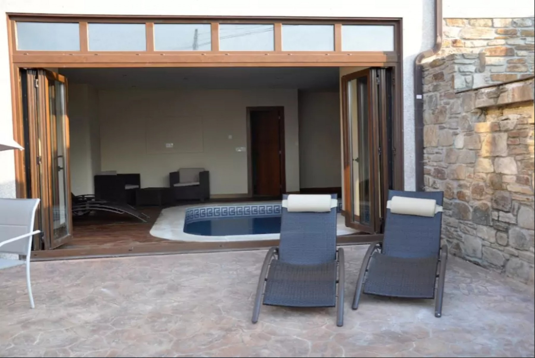 House - 3 Bedrooms with Pool - 103689
