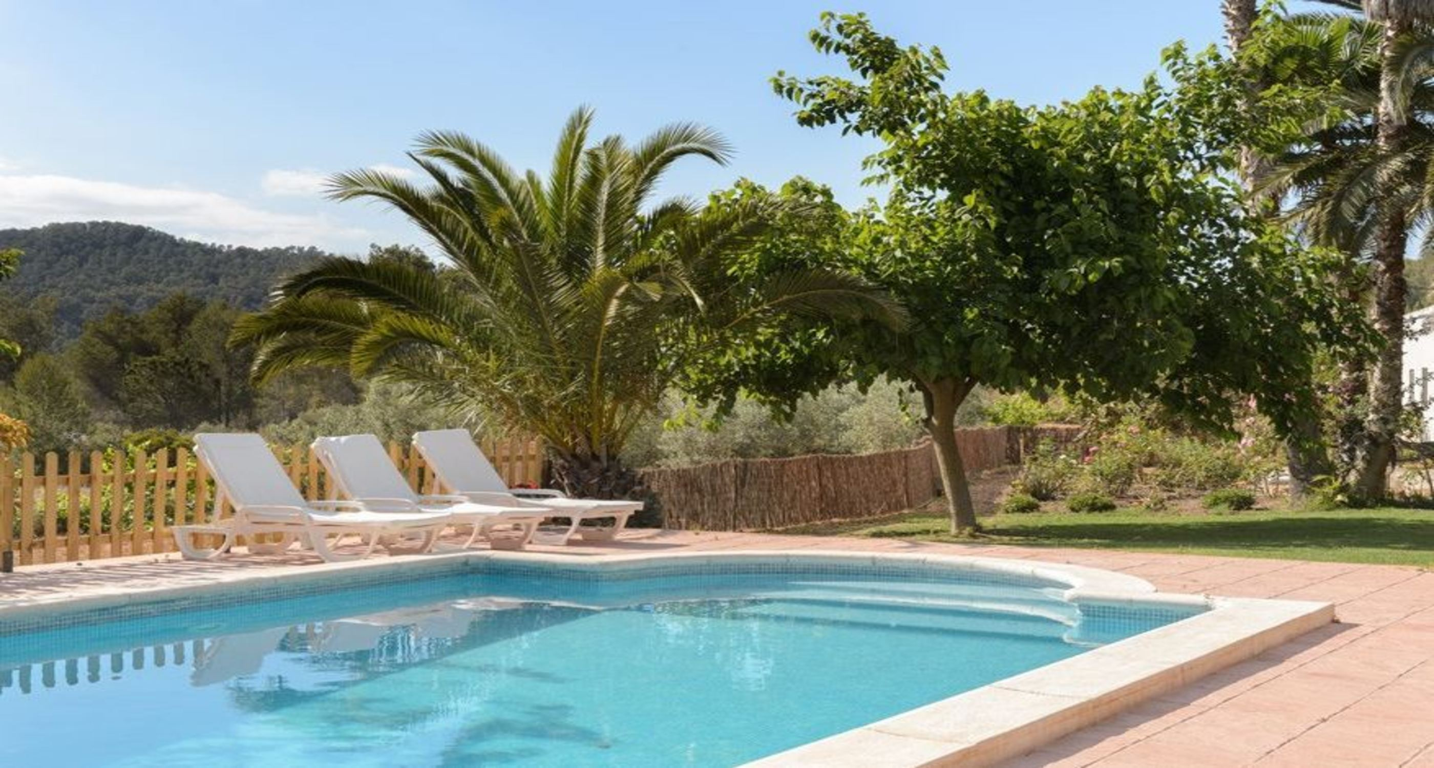 Villa 3 Bedrooms with Pool and WiFi 104047