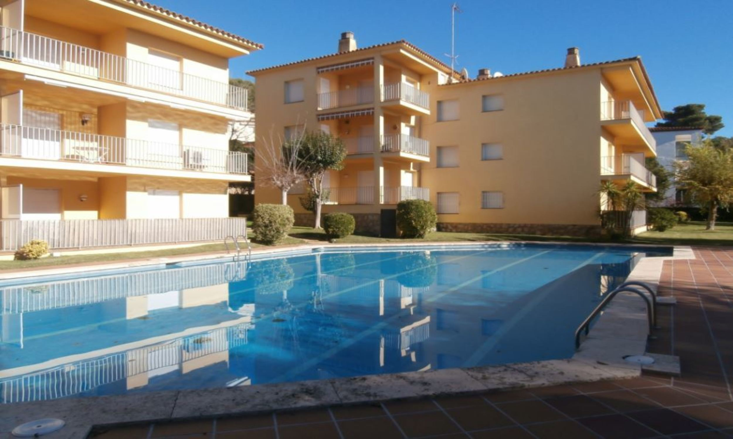 Apartment - 2 Bedrooms with Pool (young people group not allowed) - 104846