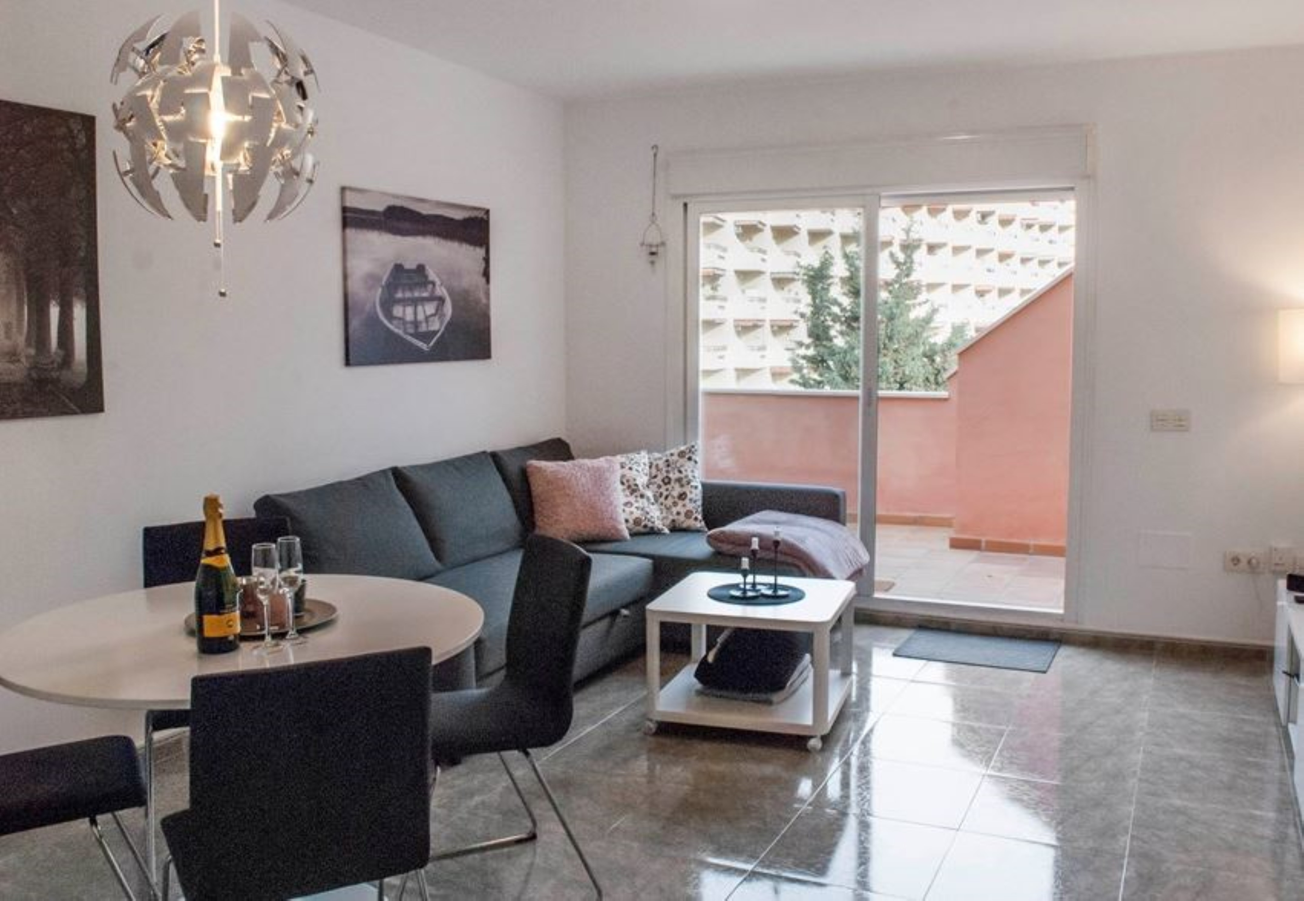 Apartment 2 bedrooms with pool WiFi and Sea views 107256