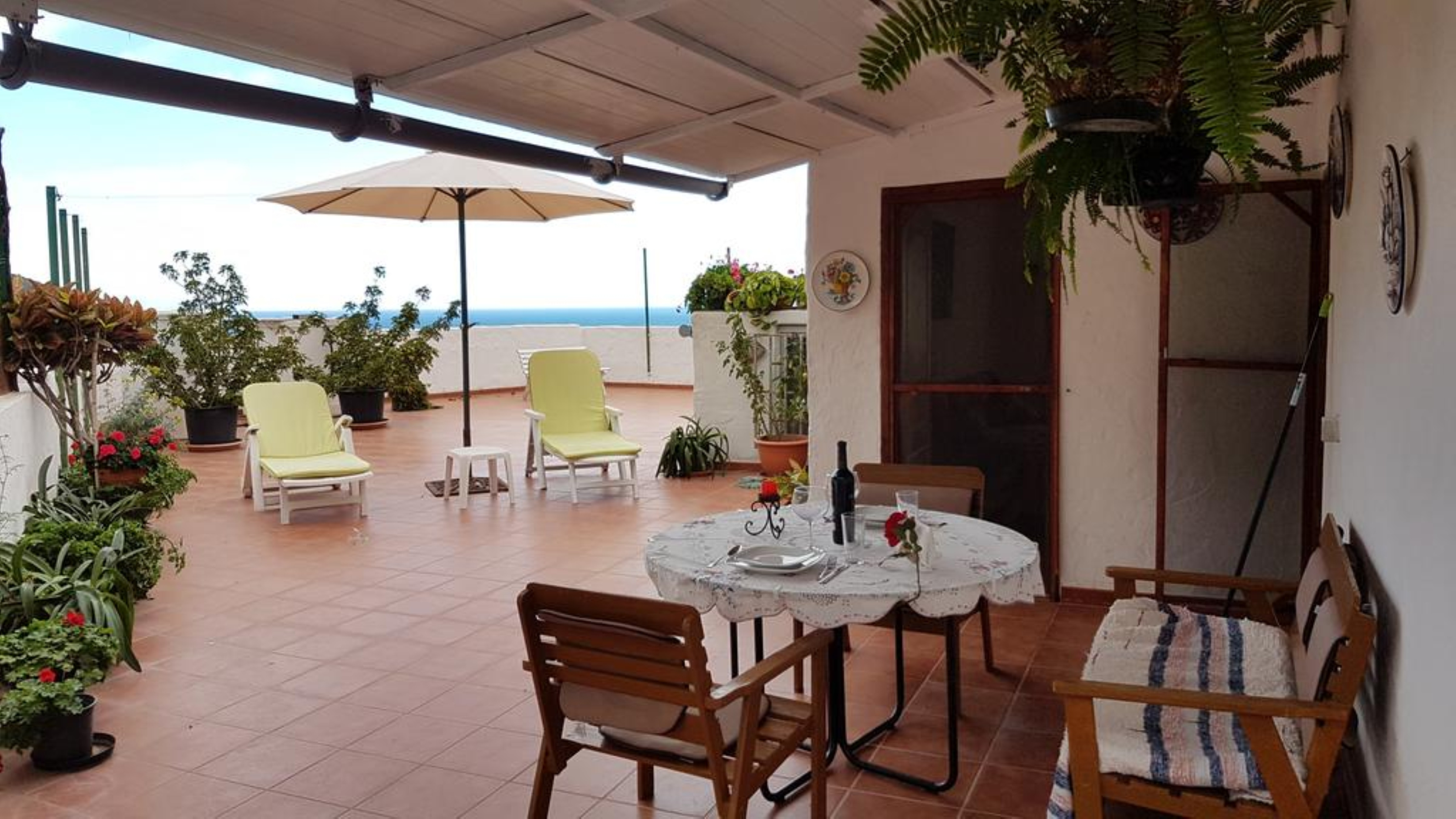 Apartment 1 Bedroom with WiFi and Sea views 108101