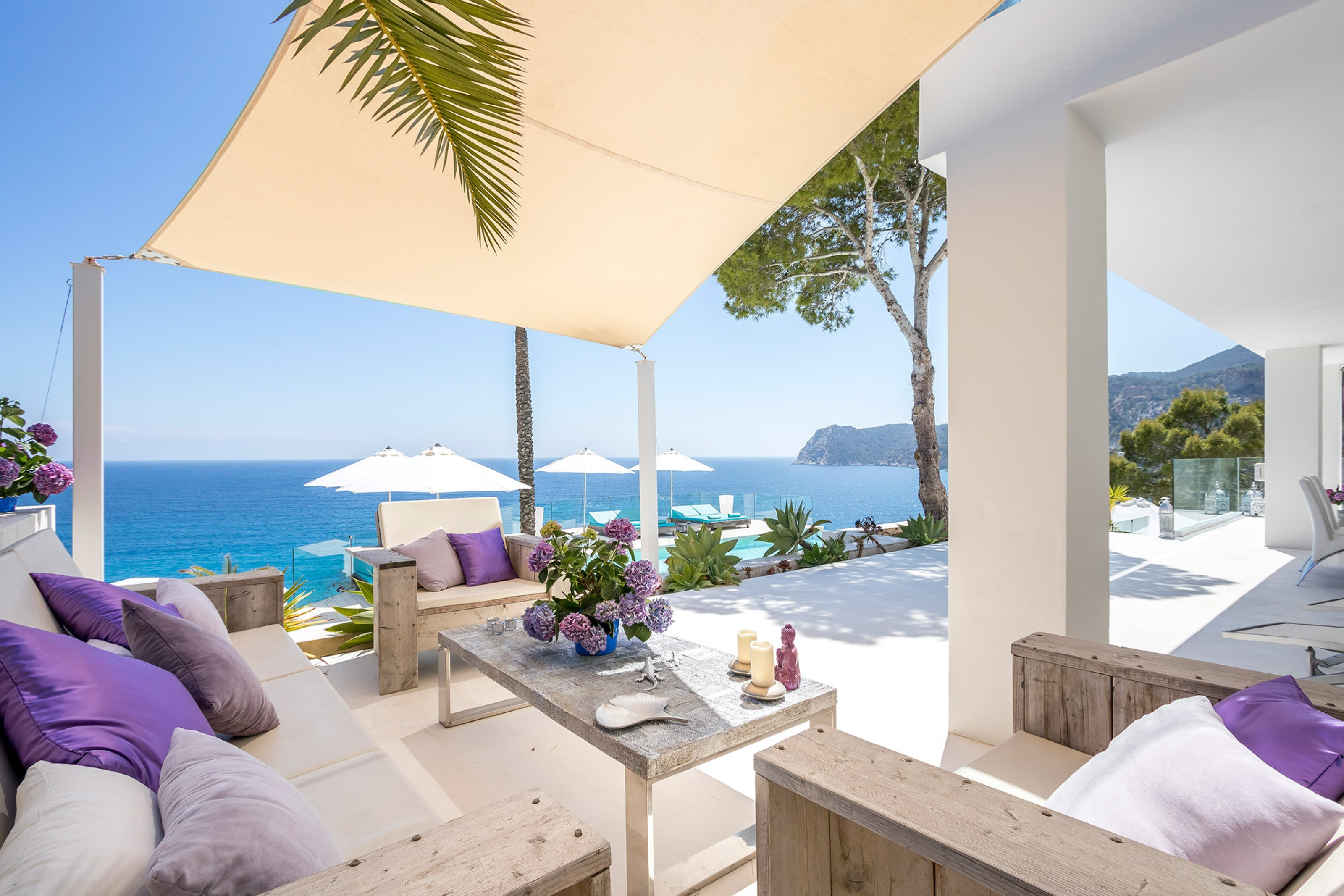 Villa 6 Bedrooms with Pool WiFi and Sea views 108237
