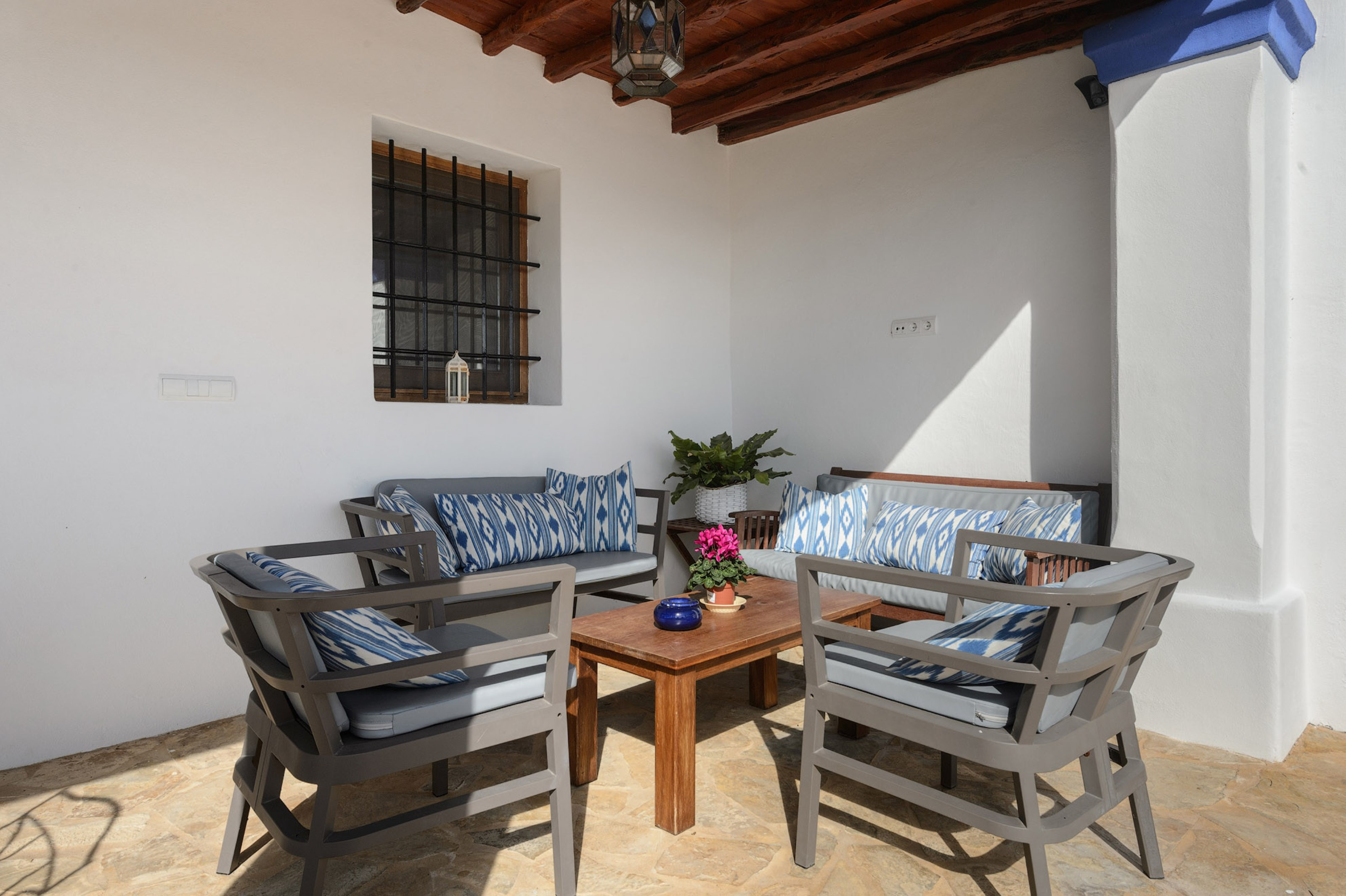 Villa 4 Bedrooms with Pool and WiFi 108508