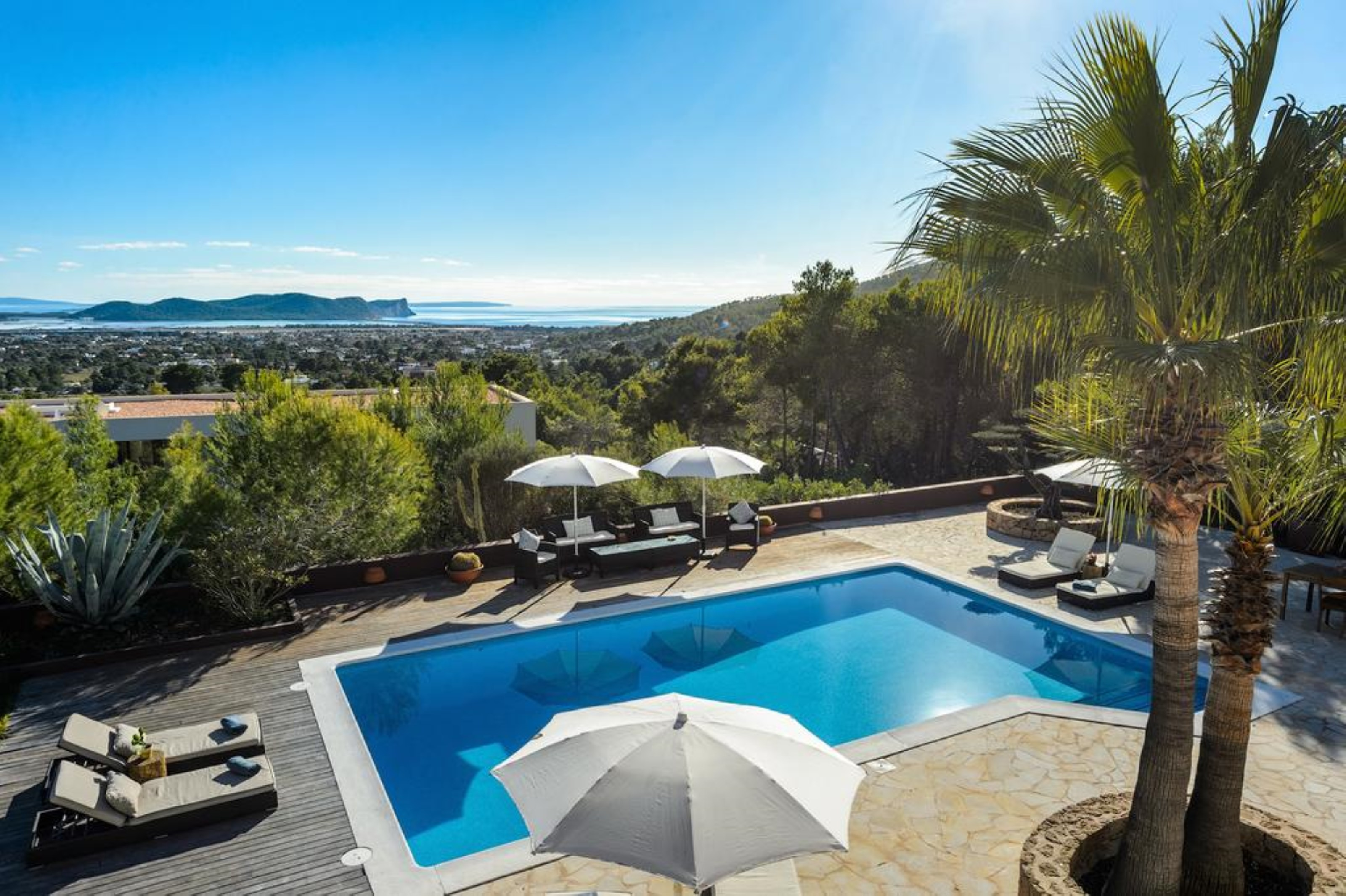 Villa 4 Bedrooms with Pool WiFi and Sea views 108668