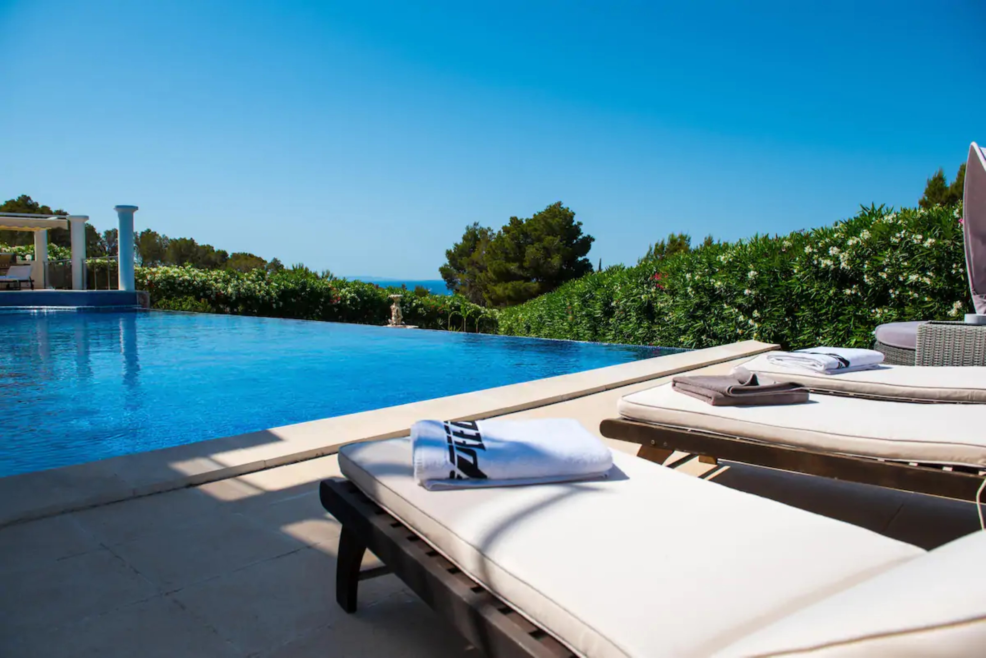 Villa 4 Bedrooms with Pool WiFi and Sea views 108682