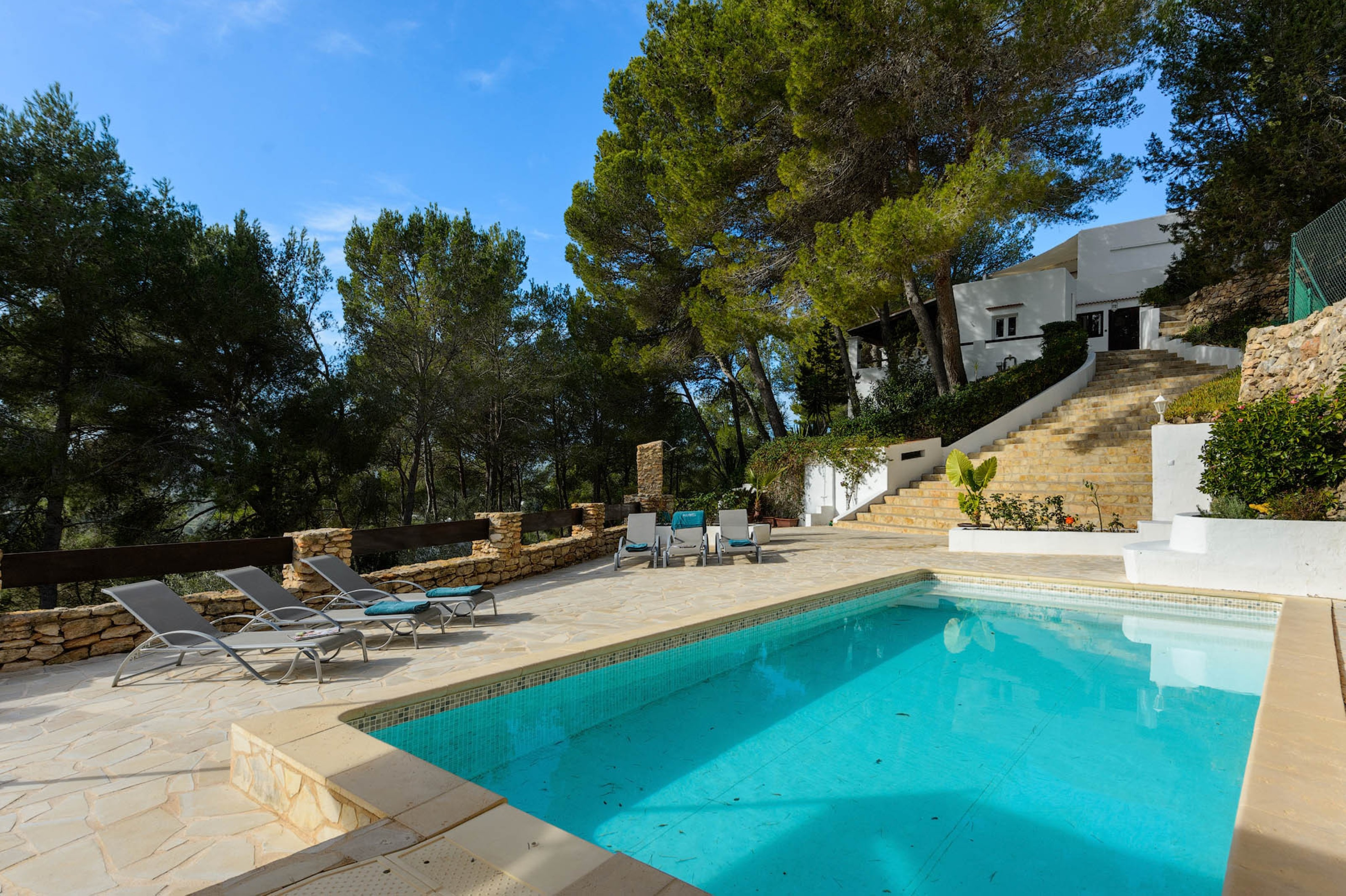 Villa 4 Bedrooms with Pool and WiFi 108698