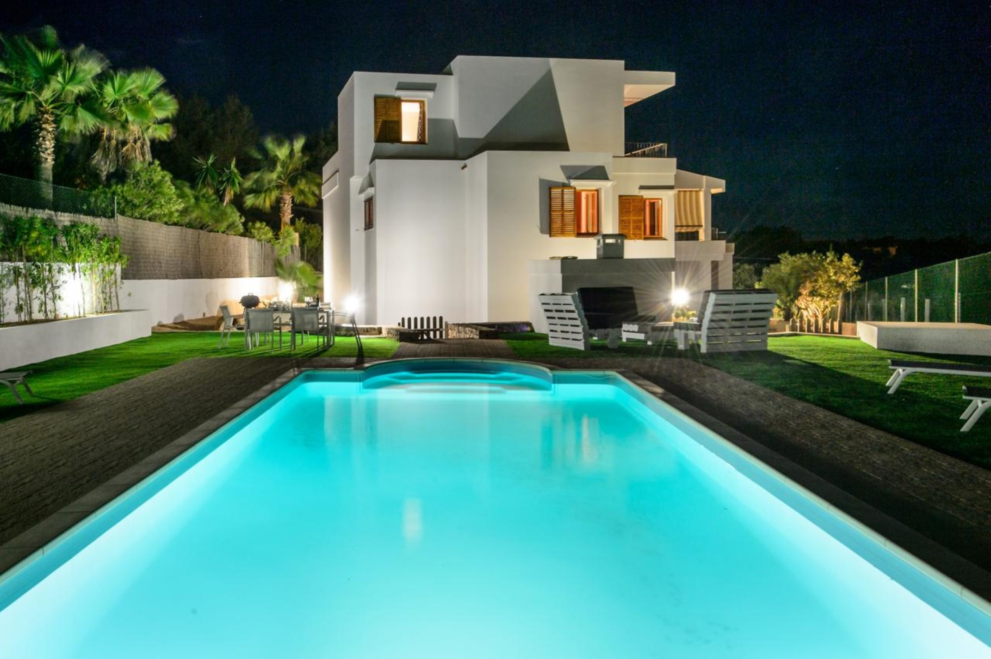 Villa 4 Bedrooms with Pool and WiFi 108980