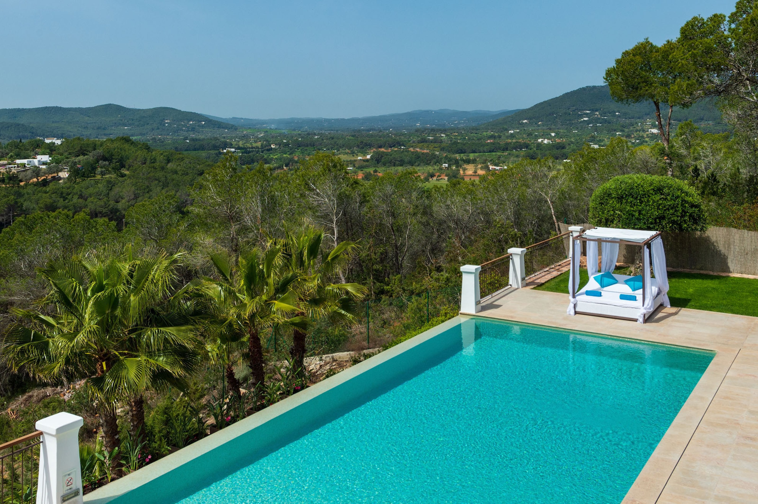 Villa 5 Bedrooms with Pool WiFi and Sea views 108988