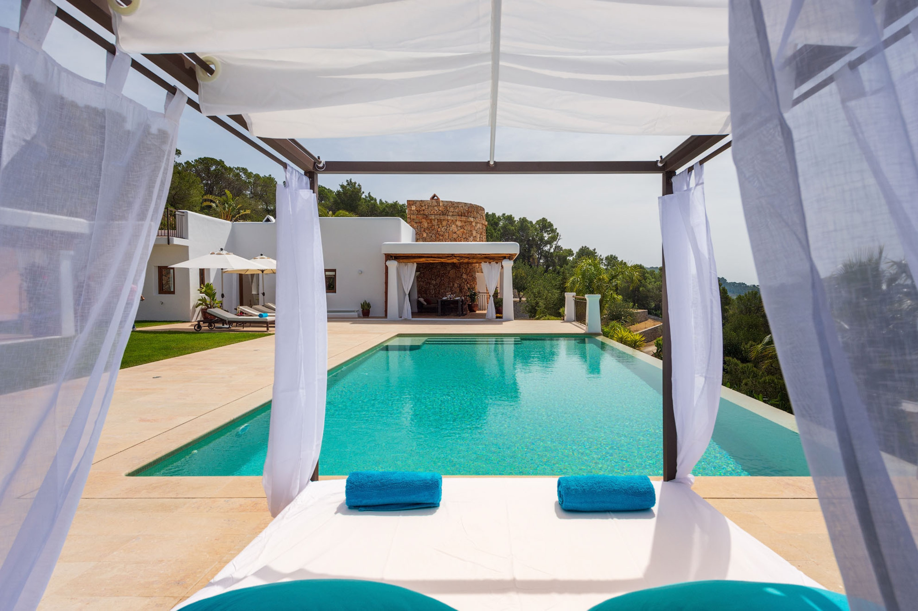 Villa 5 Bedrooms with Pool WiFi and Sea views 108995