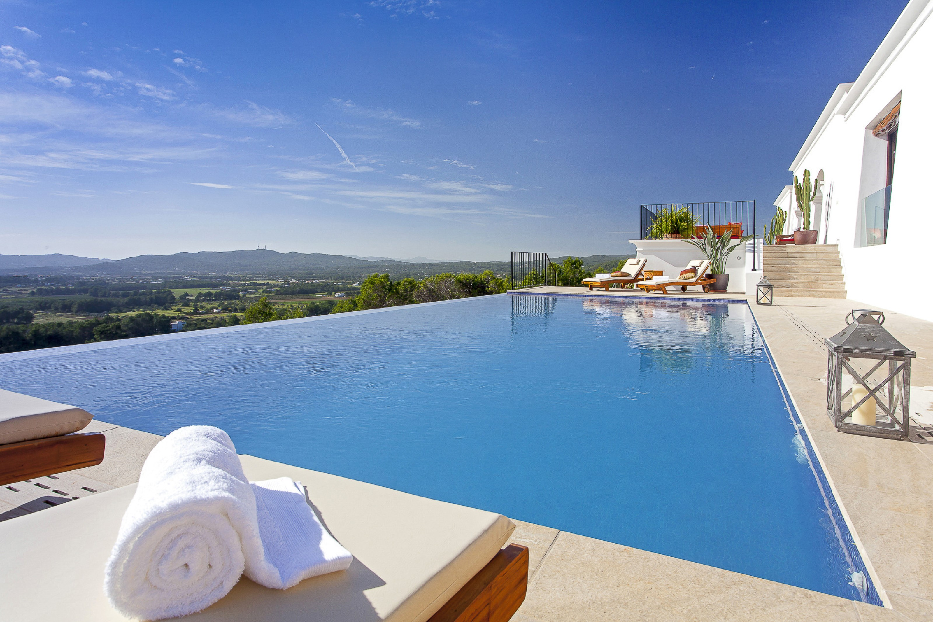 Villa 5 Bedrooms with Pool and WiFi 109260