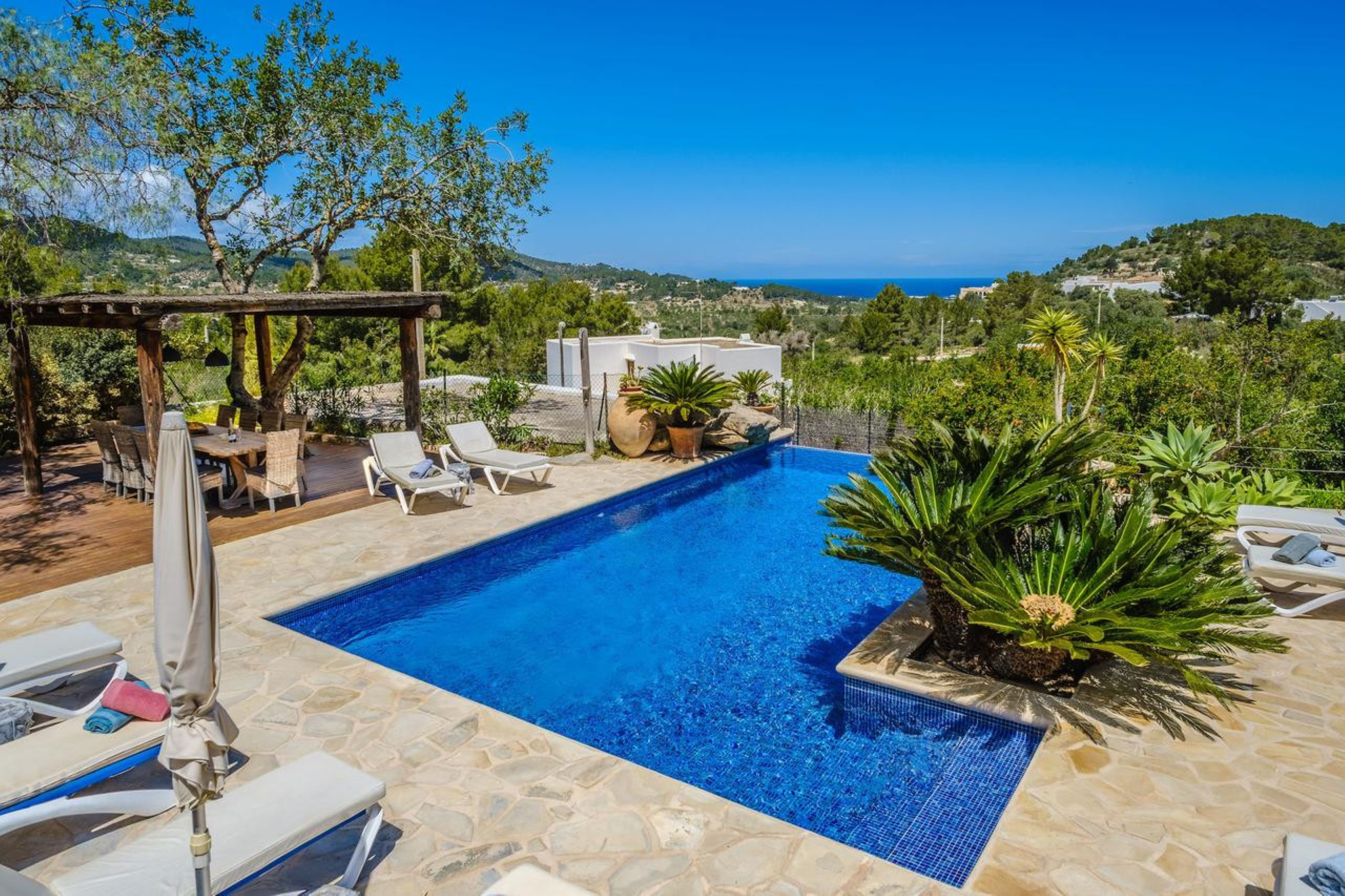 Villa 5 Bedrooms with Pool WiFi and Sea views 109288