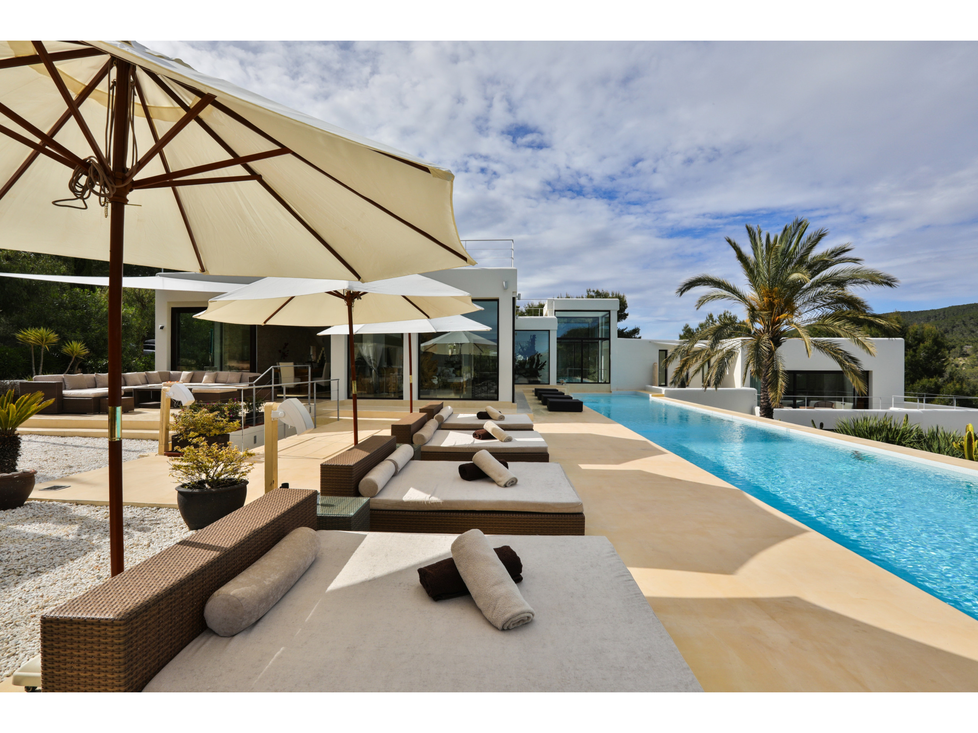 Villa 5 Bedrooms with Pool and WiFi 109353